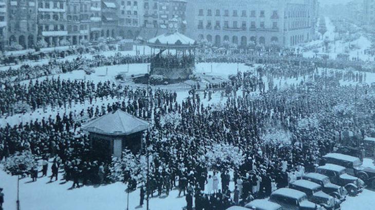 Concentración del Requeté en la Plaza del Castillo de Pamplona