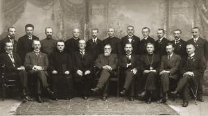 Los 20 miembros originales del Consejo de Lituania tras firmar el Acta de Independencia de Lituania, 1918.