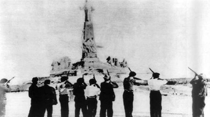 """Milicianos fusilando al """"Sagrado Corazón de Jesús"""" (Cerro de los Angeles)"""