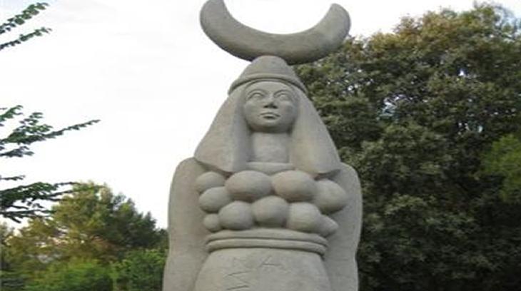 Estatua pagana de la diosa-madre de Diana-Artemisa