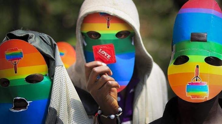 En África el homosexualismo esta ejerciendo una presión insufrible.