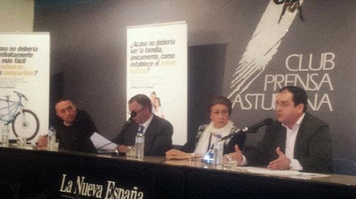 De derecha a izquierda: Salvador Sarabia (AES),  María Cuervo-Arango (presidenta de la CTC), Javier Zazu (CTC) y Miguel Aguilella (PFyV).