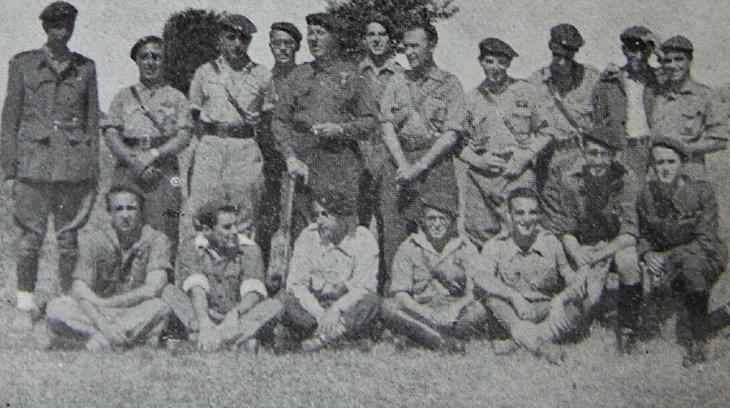 El Comandante Navas con los Oficiales del Tercio de Montserrat en Extremadura.