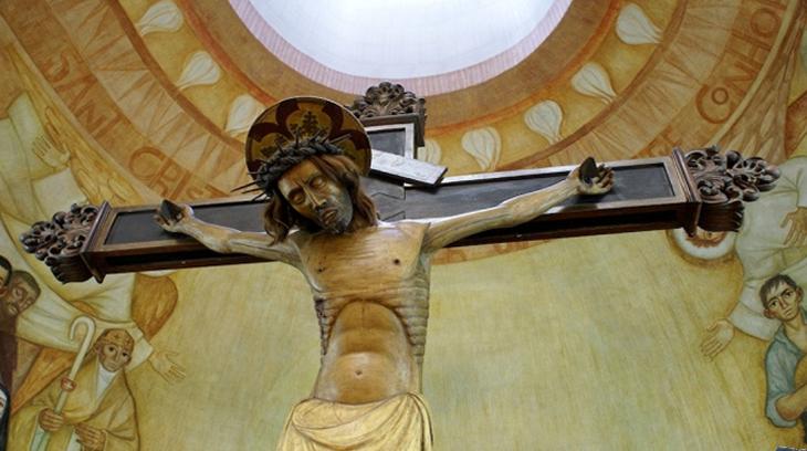 La imagen del Santo Cristo de Balaguer se quemo durante la Guerra Civil Española, el 28 de julio de 1936. Se pudo salvar solamente el pie derecho.  La imagen actual corresponde al escultor Joaquín Ros y es una copia de la antigua imagen.
