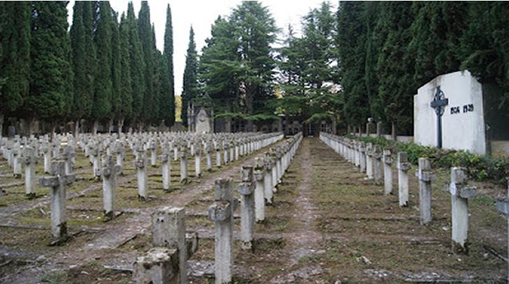 Cementerio de San José, Berichitos (Pamplona). Muertos por Dios y por España. En este lugar son cuatrocientas y pico tumbas. Foto: JFG2015